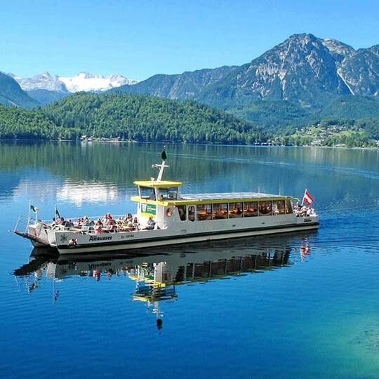 Vorschaubild zu Altaussee-Schifffahrt unterwegs mit dem Solarschiff