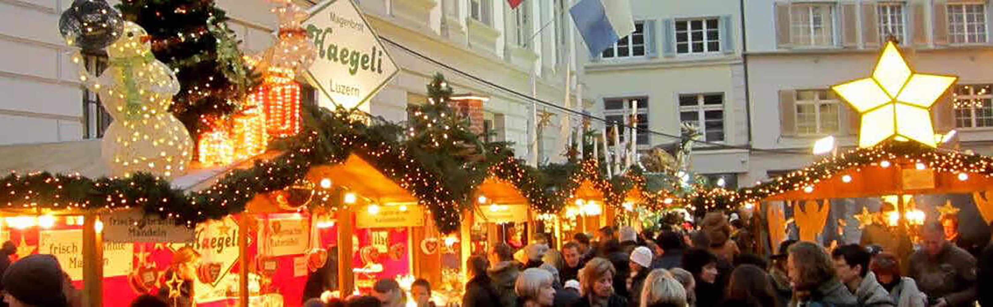 "Der ""Lozärner Wiehnachtsmärt"" auf dem Franziskanerplatz 1"