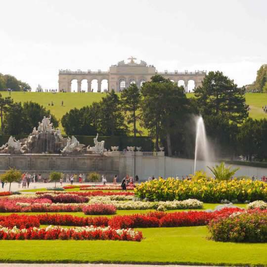 Schloss und Schlosspark Schönbrunn in Wien 10