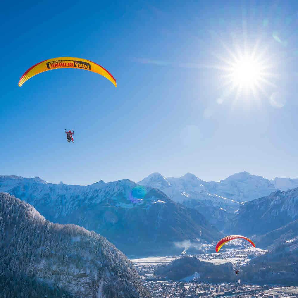 Winterlicher Tandemflug mit dem Gleitschirm – Interlaken