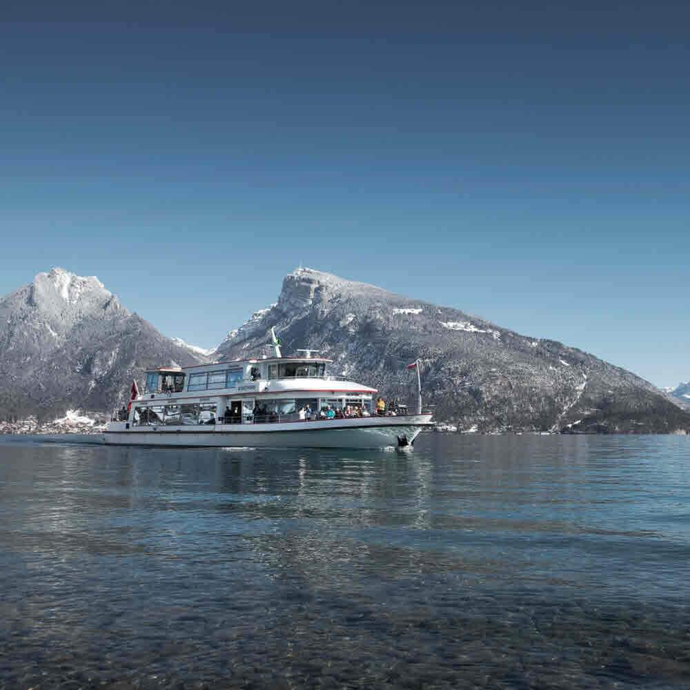 Schifffahrt auf dem Thunersee im Winter