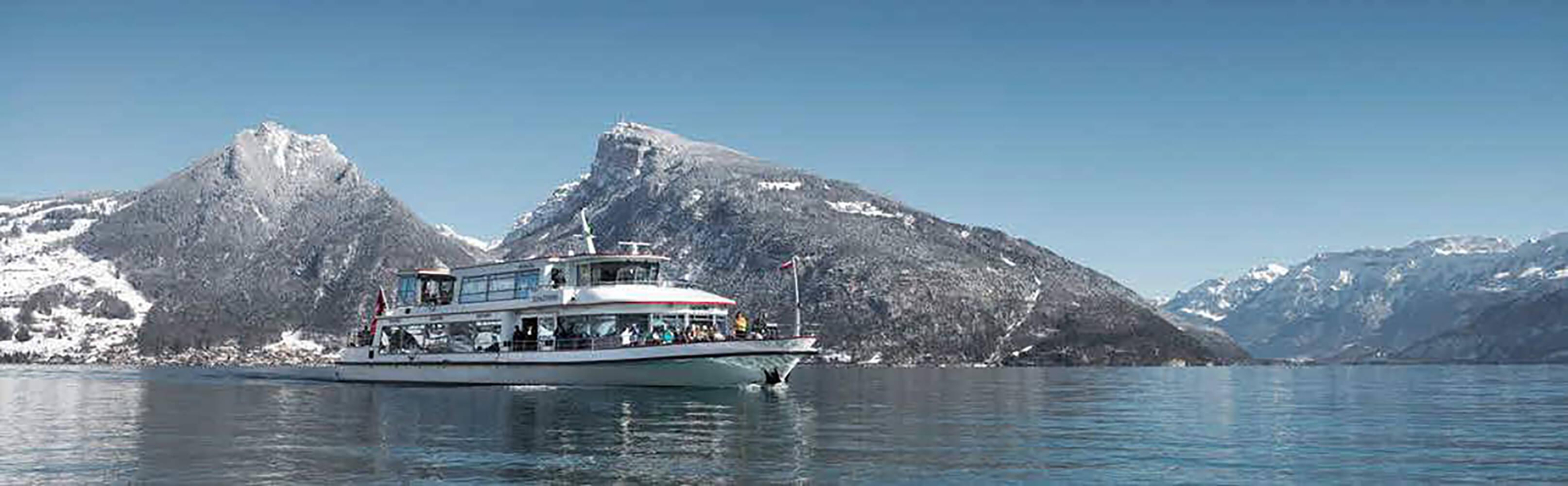 Schifffahrt auf dem Thunersee im Winter 1