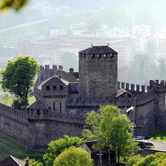 Stadt Bellinzona mit seinen Burgen 10