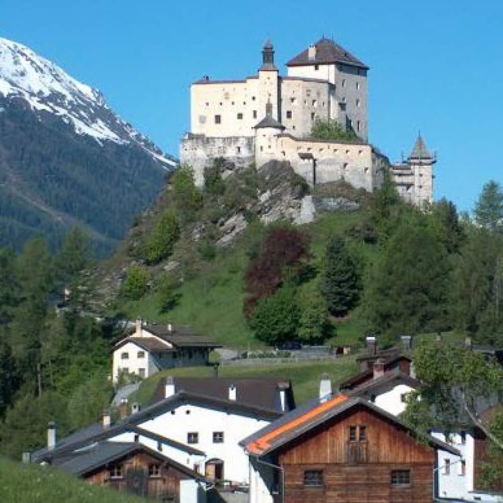 Schloss Tarasp im Unterengadin
