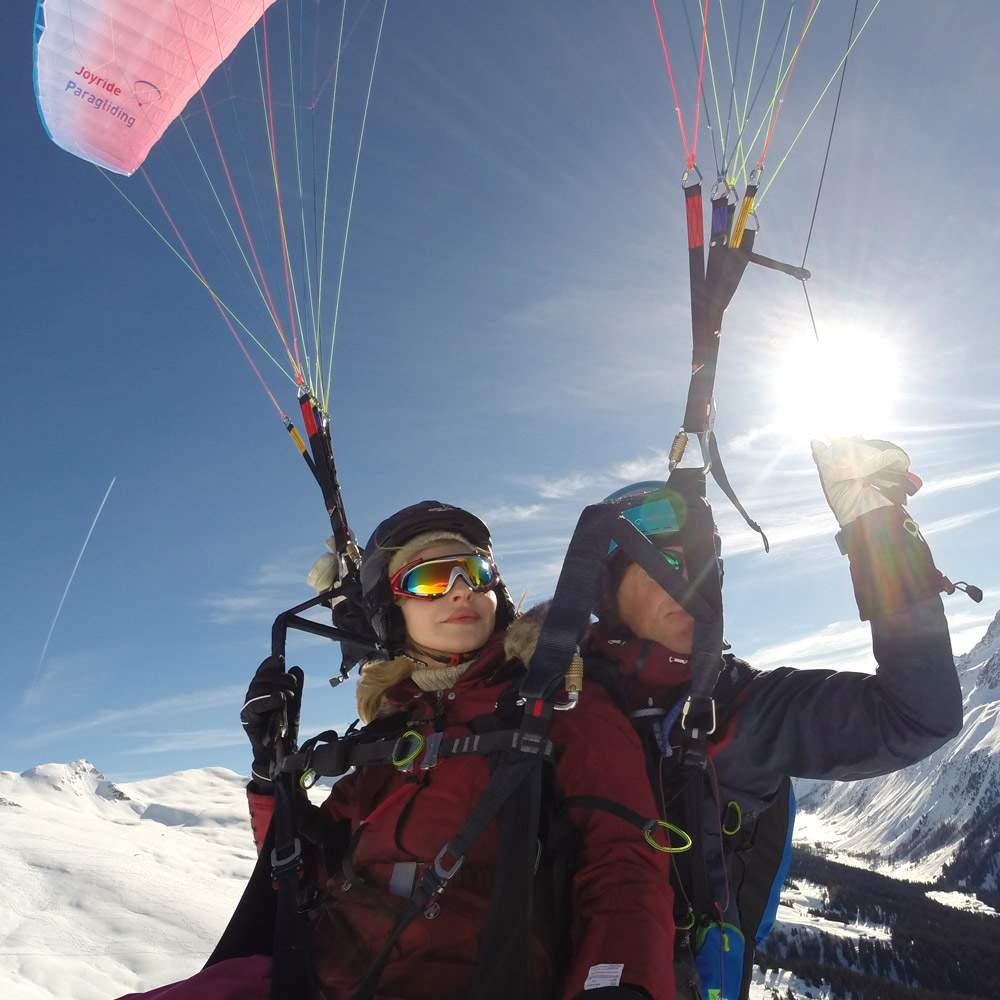 Vorschaubild zu Davos Joyride Paragliding Gleitschirm Tandemflüge