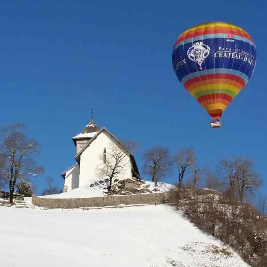 Vorschaubild zu Château-d'Oex – Ballonfahrt über die Winterlandschaft