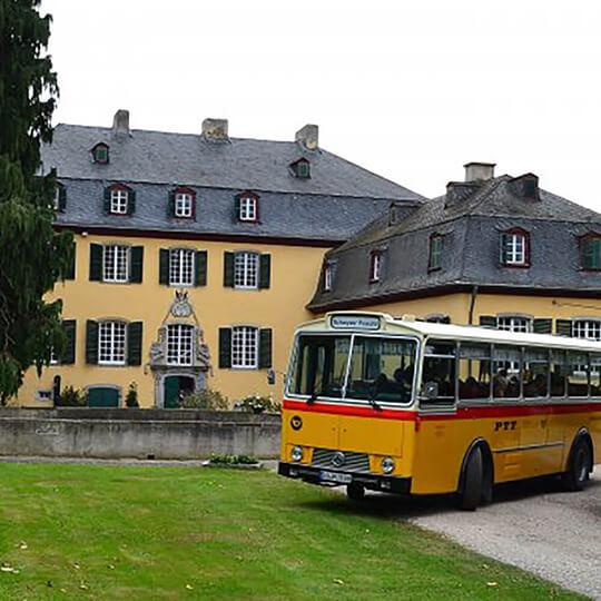 Vorschaubild zu Schwyzer Poschti - Oldtimer-Busfahrten im Rheinland